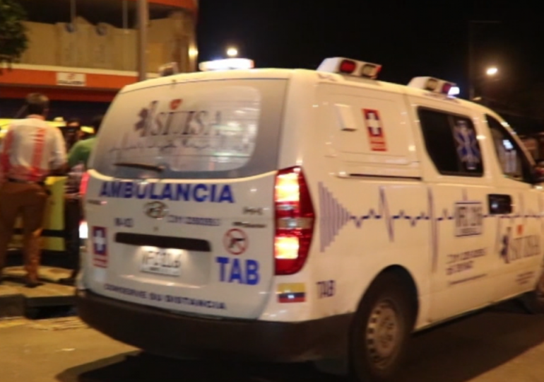 Ambulancias disputan por pacientes