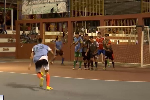 Fiesta familiar en el interbarrios de microfútbol